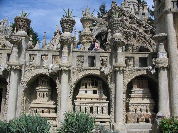 Неймовірний ідеальний замок (Palais idéal), побудований однією людиною за 33 роки (11)