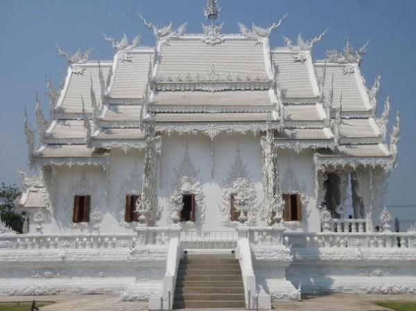 Wat Rong Khun, в перекладі Білий храм - найкрасивіший незвичайний буддійський храм в Таїланді (9)