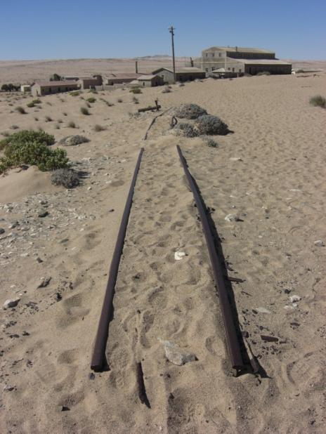 Покинуте місто-привид в пустелі Наміб — місто Колманскоп (2)