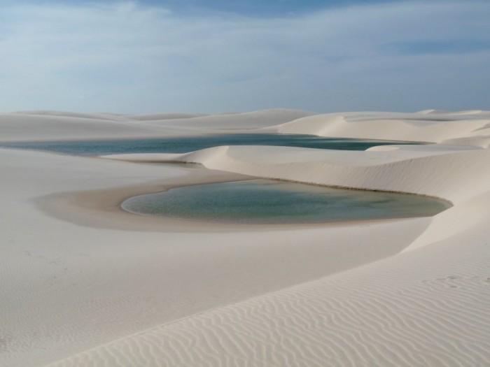 Фантастична краса білосніжних пісків національного парку Lencois Maranhenses в Бразилії (6)