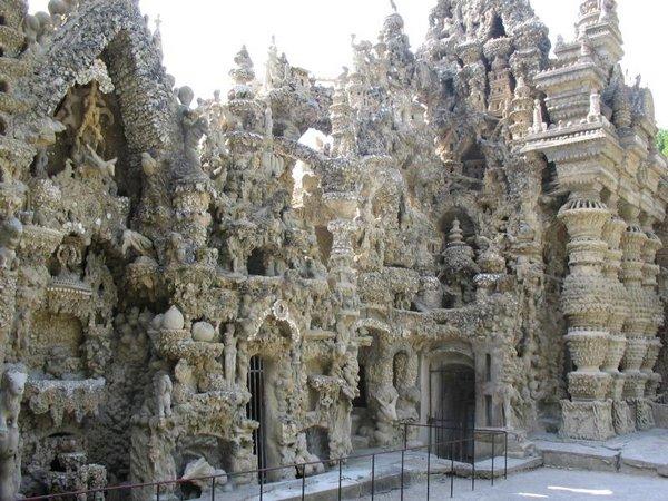 Неймовірний ідеальний замок (Palais idéal), побудований однією людиною за 33 роки (7)