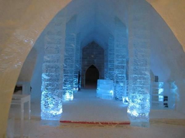 Королівство Снігової Королеви: незвичайний крижаний готель у Швеції (11)