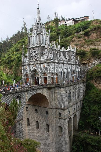Грандіозний готичний собор Лас Лахас (Las Lajas Cathedral) в каньйоні річки, Колумбія (5)