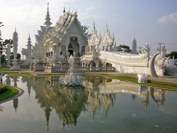 Wat Rong Khun, в перекладі Білий храм - найкрасивіший незвичайний буддійський храм в Таїланді (5)