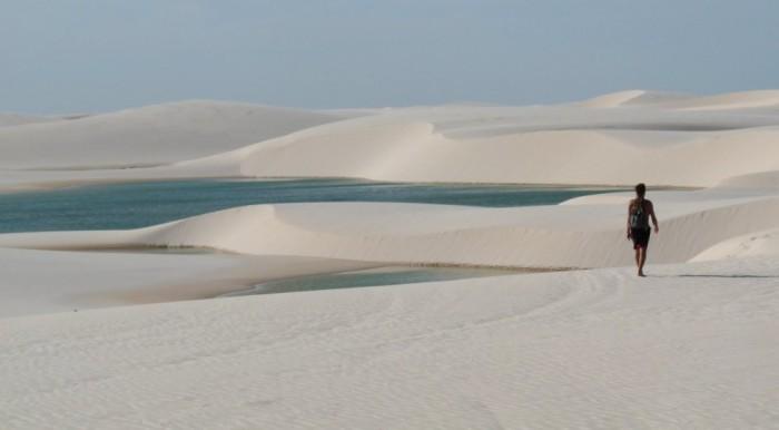 Фантастична краса білосніжних пісків національного парку Lencois Maranhenses в Бразилії (2)