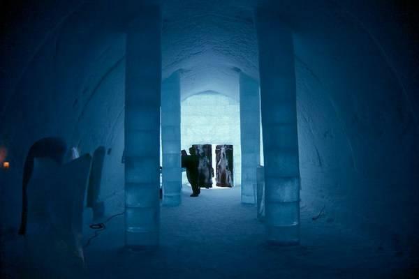 Королівство Снігової Королеви: незвичайний крижаний готель у Швеції (9)