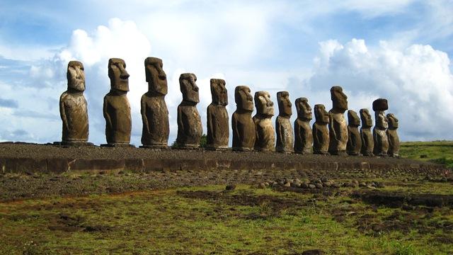 Розгадана таємниця статуй Моаї з острова Пасхи: у статуй є тіла. (4)