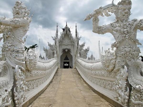 Wat Rong Khun, в перекладі Білий храм - найкрасивіший незвичайний буддійський храм в Таїланді (17)