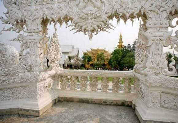 Wat Rong Khun, в перекладі Білий храм - найкрасивіший незвичайний буддійський храм в Таїланді (3)