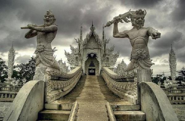Wat Rong Khun, в перекладі Білий храм - найкрасивіший незвичайний буддійський храм в Таїланді (1)