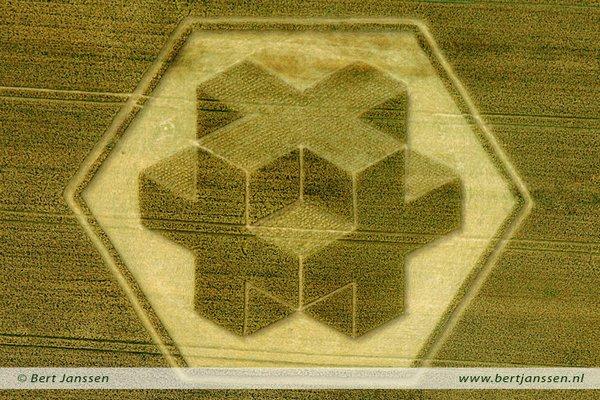 Творці кіл знайомі з технологіями 3D - ось така композиція з'явилася в 2010 році на одному англійському полі