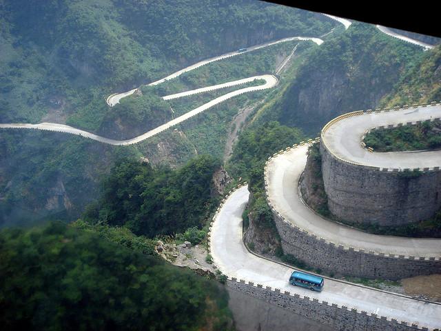 Дорога в небеса в Китаї — одна з найнебезпечніших доріг в світі (6)