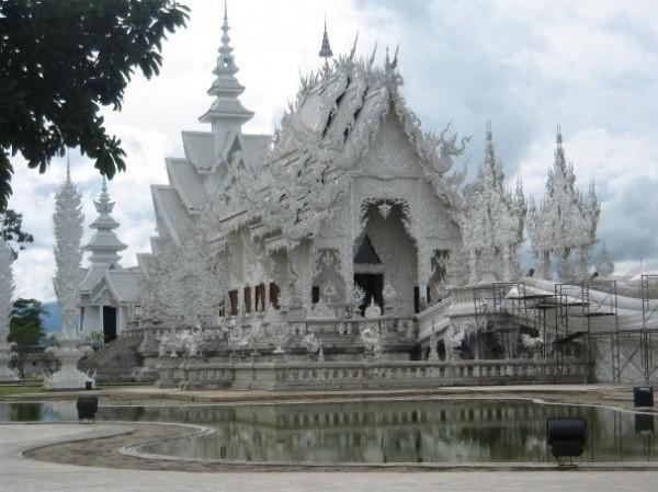 Wat Rong Khun, в перекладі Білий храм - найкрасивіший незвичайний буддійський храм в Таїланді (16)