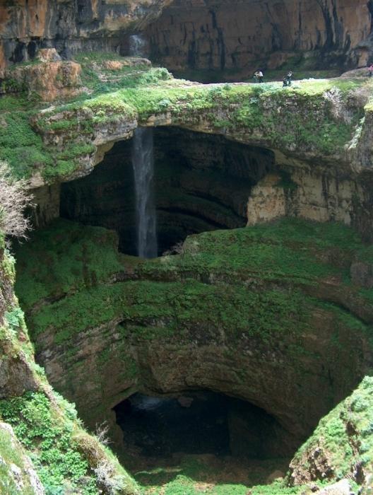 Водоспад Баатара (Водоспад трьох мостів) в Лівані - це не просто незвичайний водоспад, а воістину фантастичне творіння природи. (4)