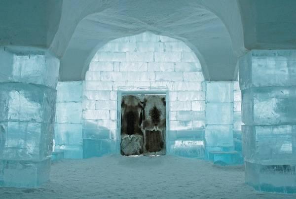 Королівство Снігової Королеви: незвичайний крижаний готель у Швеції (22)