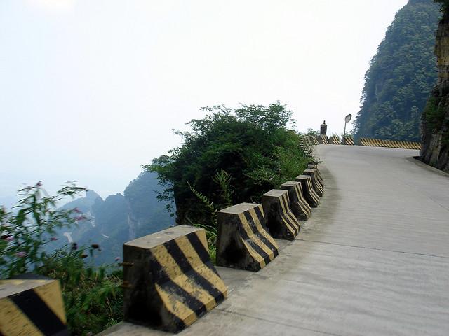 Дорога в небеса в Китаї — одна з найнебезпечніших доріг в світі (5)