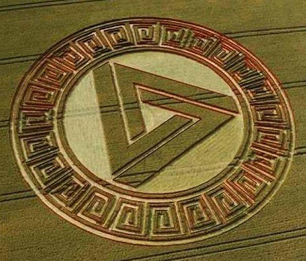Вражаючий круг-орнамент. Англія, Уейд-Хілл, 2005