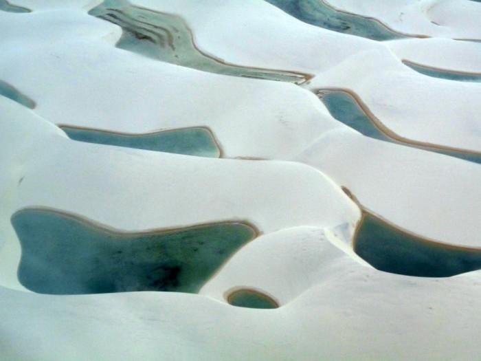 Фантастична краса білосніжних пісків національного парку Lencois Maranhenses в Бразилії (19)