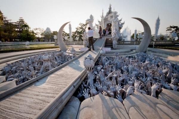 Wat Rong Khun, в перекладі Білий храм - найкрасивіший незвичайний буддійський храм в Таїланді (15)