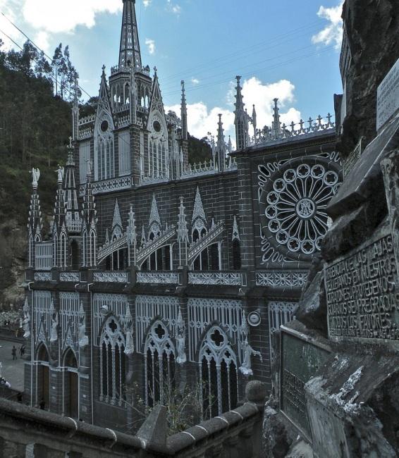 Грандіозний готичний собор Лас Лахас (Las Lajas Cathedral) в каньйоні річки, Колумбія (9)