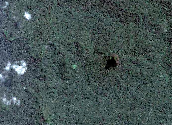 Пік Великої собаки або Чорний обеліск. Загадкова гора острова Сан-Томе (3)