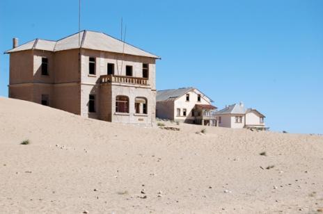 Покинуте місто-привид в пустелі Наміб — місто Колманскоп (7)