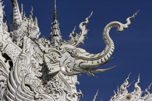 Wat Rong Khun, в перекладі Білий храм - найкрасивіший незвичайний буддійський храм в Таїланді (13)