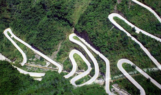 Дорога в небеса в Китаї — одна з найнебезпечніших доріг в світі (3)