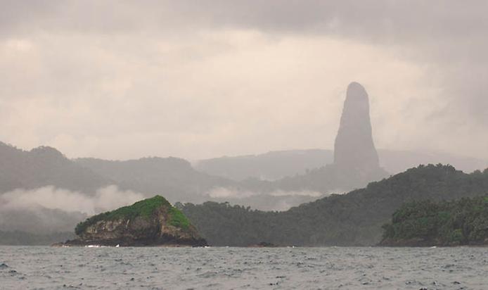 Пік Великої собаки або Чорний обеліск. Загадкова гора острова Сан-Томе (2)