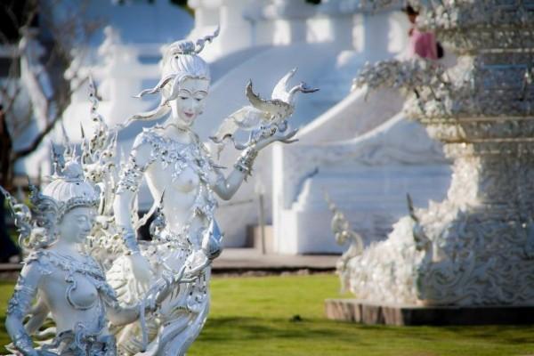 Wat Rong Khun, в перекладі Білий храм - найкрасивіший незвичайний буддійський храм в Таїланді (12)