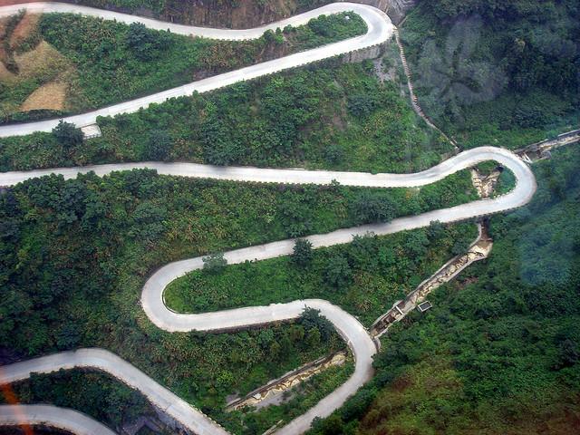 Дорога в небеса в Китаї — одна з найнебезпечніших доріг в світі (2)