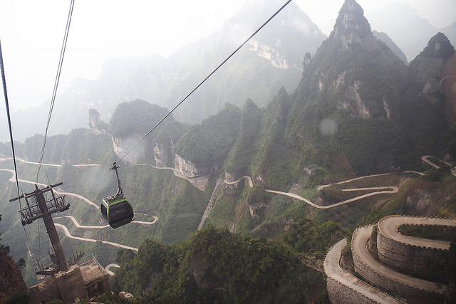 Дорога в небеса в Китаї — одна з найнебезпечніших доріг в світі (1)