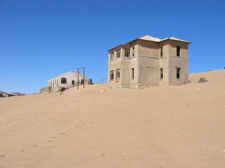Покинуте місто-привид в пустелі Наміб — місто Колманскоп (5)