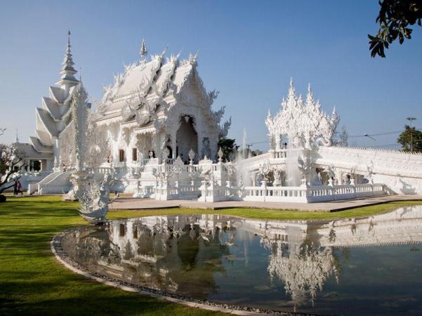 Wat Rong Khun, в перекладі Білий храм - найкрасивіший незвичайний буддійський храм в Таїланді (10)