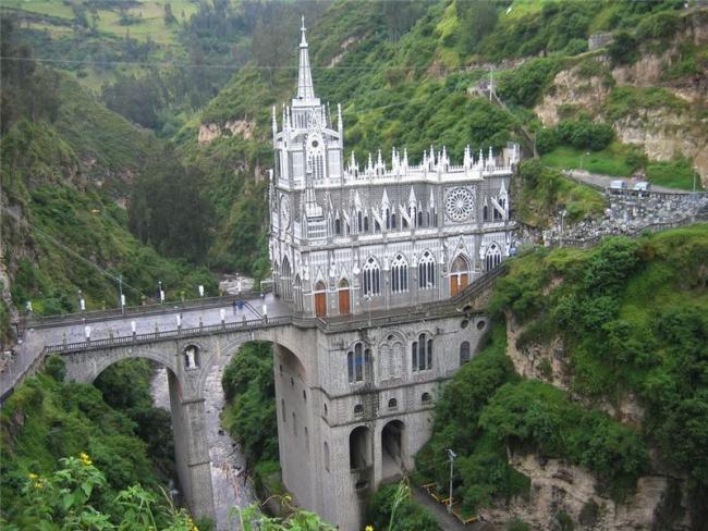 Грандіозний готичний собор Лас Лахас (Las Lajas Cathedral) в каньйоні річки, Колумбія (4)