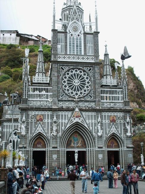 Грандіозний готичний собор Лас Лахас (Las Lajas Cathedral) в каньйоні річки, Колумбія (8)