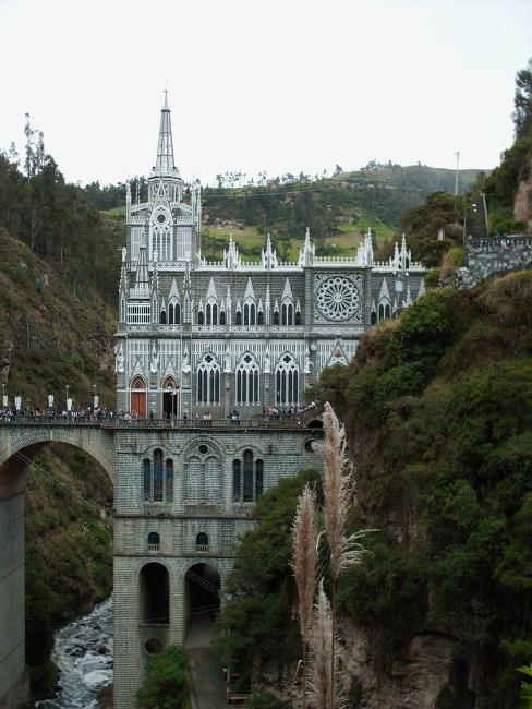 Грандіозний готичний собор Лас Лахас (Las Lajas Cathedral) в каньйоні річки, Колумбія (6)