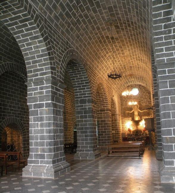 Грандіозний готичний собор Лас Лахас (Las Lajas Cathedral) в каньйоні річки, Колумбія (14)