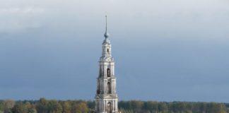 Затоплені церкви (Дзвіниця міста Калязін, Росія )