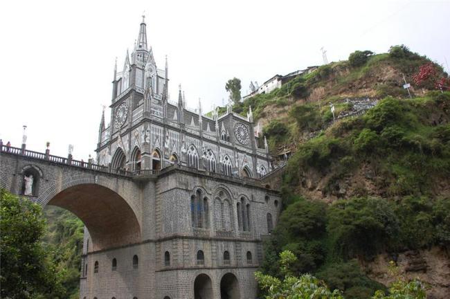 Грандіозний готичний собор Лас Лахас (Las Lajas Cathedral) в каньйоні річки, Колумбія (3)
