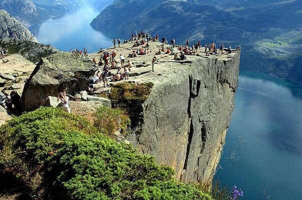 Прекестулен - унікальна природна скеля (6)