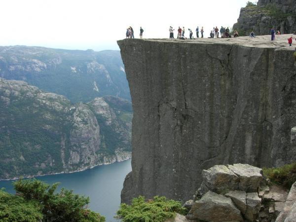 Прекестулен - унікальна природна скеля (5)