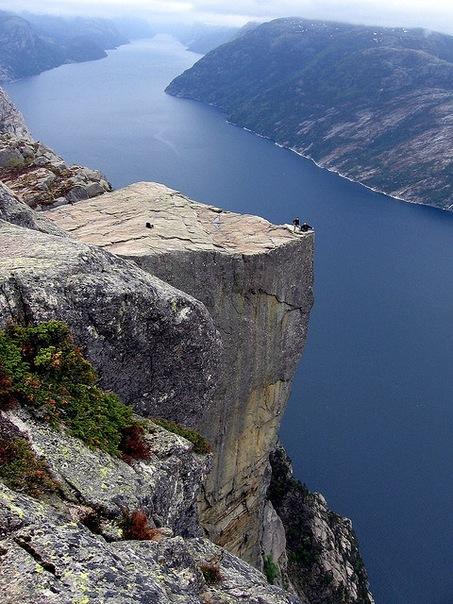 Прекестулен - унікальна природна скеля (3)