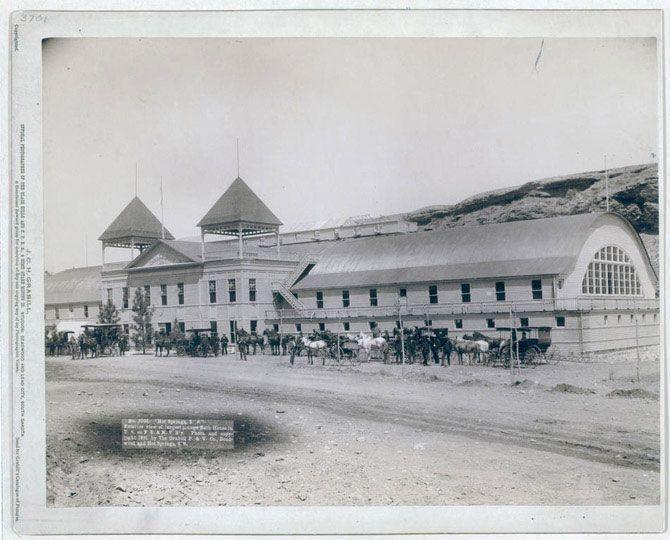 Зовнішній вигляд найбільшою купальні в США. Хот-Спрінгс, Південна Дакота. Знімок зроблений в 1891 році.