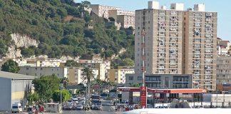 Гібралтар. Незвичайний аеропорт, що перетинає дорогу (8)