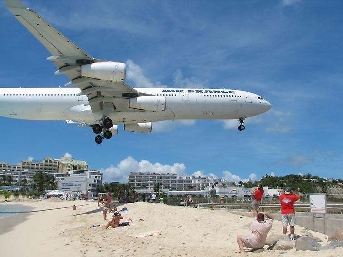 Унікальний аеропорт Принцеси Джуліани і пляж Махо Біч (12)