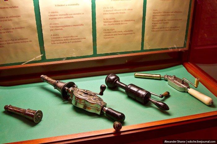 Музей еротики та секс-машин в Празі (15)