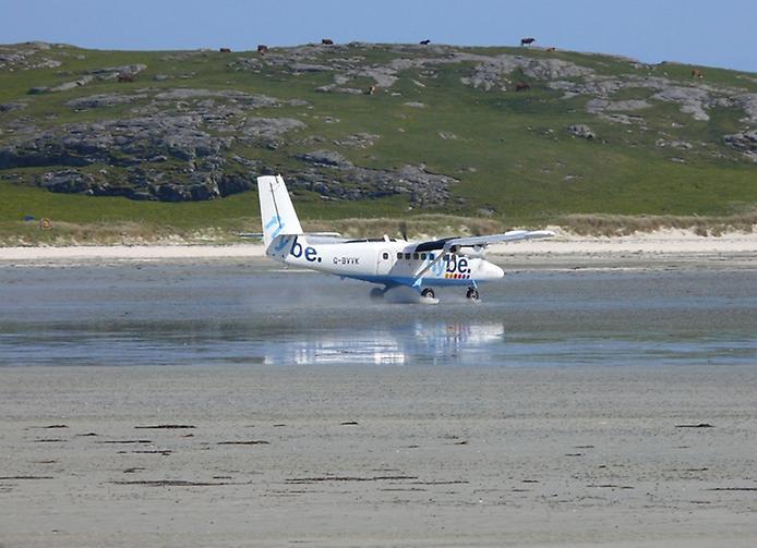 Барра — єдиний в світі аеропорт на пляжі (11)