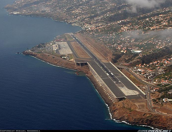 Міжнародний аеропорт Мадейри: аеропорт на колонах (4)