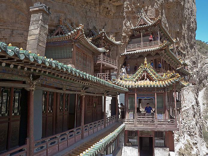 Один з найдивовижніших монастирів в світі — висячий храм гори Хенг (3)